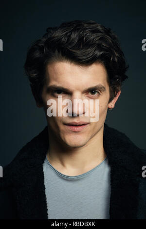 Prod DB © Sky UK Limited - Bad Wolf / DR A DISCOVERY OF WITCHES serie TV 2018- GB saison 1 Edward Bluemel. d'apres le roman de Deborah Harkness based on the 'All Souls Trilogy' by Deborah Harkness - Stock Photo