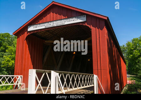 'Red Covered Bridge'.  The oldest covered bridge in Illinois built in 1863.  Princeton, Illinois, USA - Stock Photo