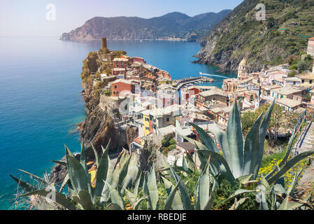 Colorful houses in Vernazza town, one of the five Cinque Terre villages, built upon a promontory in the mediterranean sea in Liguria, Italy. - Stock Photo