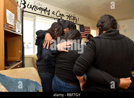 Tucson, Arizona, USA.  9 Jan, 2019. Asylum seekers, who entered the USA from Mexico through the port-of-entry at Nogales, Arizona, receive shelter and services at Casa Alitas operated by Catholic Community Services of Southern Arizona, Inc.  After processing, where adults were fitted with ankle bracelets and assigned a hearing date, the dozen migrants, including adults and children from Guatemala and Mexico, were brought to the shelter by Department of Homeland Security agents. Credit: Norma Jean Gargasz/Alamy Live News - Stock Photo