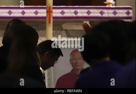 Hong Kong, CHINA. 10th Jan, 2019. Catholic faithfuls queue up to pay last respect to the late Hong Kong Catholic Bishop Michael Yeung at the Church of the Immaculate Conception. Jan-10, 2019 Hong Kong.ZUMA/Liau Chung-ren Credit: Liau Chung-ren/ZUMA Wire/Alamy Live News - Stock Photo