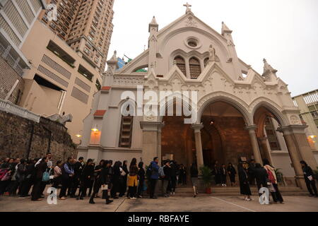 Hong Kong, CHINA. 10th Jan, 2019. Hong Kong Catholics queue up to enter Church of the Immaculate Conception where Reception of the Body of the late Bishop Michael Yeung is held today.Jan-10, 2019 Hong Kong.ZUMA/Liau Chung-ren Credit: Liau Chung-ren/ZUMA Wire/Alamy Live News - Stock Photo