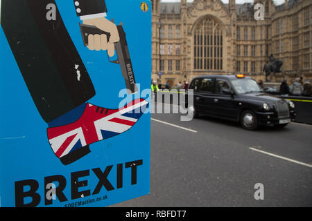 London, UK. 10th Jan 2019 : Anti-Brexit protesters demonstrate outside the Houses of Parliament in Westminster. Credit: Thabo Jaiyesimi/Alamy Live News - Stock Photo