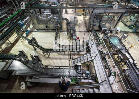 Obernai (north-eastern France): Kronenbourg Brasserie,Obernai (north-eastern France). 2015/05/27. Bottling lines with glass bottles within the 'K2' si - Stock Photo