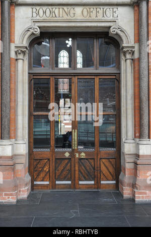 Old Booking Office entrance doors at St Pancras International station - Stock Photo