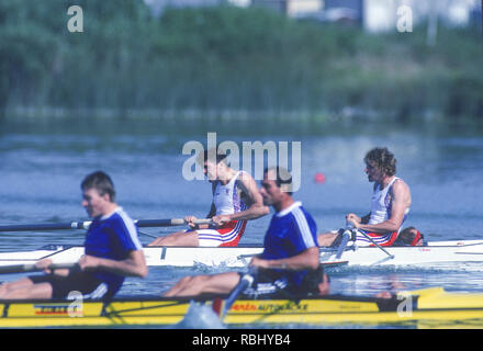 Barcelona, SPAIN. Gold Medalist, GBR M2+, Bow Jonny SEARLE and Greg SEARLE with cox, Gary HERBERT. closing stages of the Final, 1992 Olympic Rowing Regatta Lake Banyoles, Catalonia [Mandatory Credit Peter Spurrier/ Intersport Images] Last time Men's coxed pair raced at the Olympics, - Stock Photo