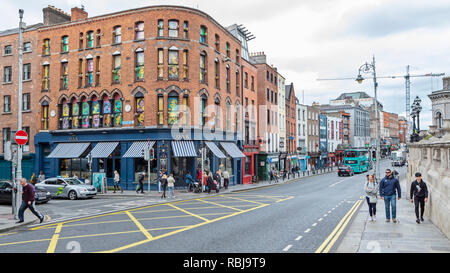 Standing on the corner of Parliament St and Dame St and looking in the direction of Trinity College in Dublin, Ireland. - Stock Photo