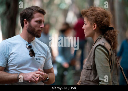 Prod DB © Acacia Filmed Entertainment - Thunder Road Pictures / DR A PRIVATE WAR de Matthew Heineman 2018 USA/GB Matthew Heineman Rosamund Pike sur le tournage on set; tournage - Stock Photo