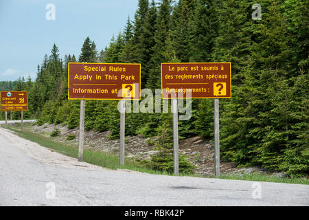 Ontario, Canada. Highway park sign on the Trans Canada Highway in English and French. - Stock Photo