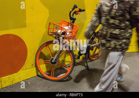 London, UK. 10th Jan, 2019. On Wendsday 10th January 2019 news came out that Chinese bike sharing firm OFO was pulling out of London after facing problems with use and vandalism. meanwhile rival Chinese bike hire firm Mobike still has a presence on the streets of London. Credit: Iwala/Alamy Live News - Stock Photo