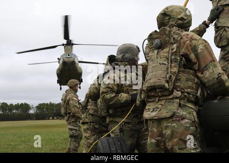 Soldiers from 1st Battalion, 118th Field Artillery regiment 48th Infantry Brigade Combat Team, 3rd Infantry Division conducts sling load operations with, Nov. 15 at Fort Stewart, Ga. - Stock Photo