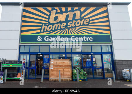 The B&M Home Store and Garden Centre at Reading Retail Park on Oxford Road, Reading, Berkshire, UK. - Stock Photo