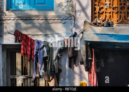 Detail of a house with clothes drying in the narrow lanes of Chandni Chowk, Delhi, India - Stock Photo