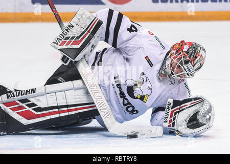 Moscow. 11th Jan, 2019. Vasily Demchenko of Traktor defends the goal during the 2018-2019 KHL game between CSKA Moscow and Traktor Chelyabinsk in Moscow, Russia on Jan. 11, 2019. CSKA won 6-0. Credit: Evgeny Sinitsyn/Xinhua/Alamy Live News - Stock Photo
