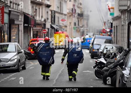 Paris, France. 12th Jan, 2019. Firefighters head for a blast site in Paris, France, Jan. 12, 2019. A gas blast hit Central Paris on early Saturday, leaving several injured, according to local media reports. Local media also reported that the explosion took place in a bakery on the Rue de Trevise in the ninth arrondissement of Paris. Credit: Chen Yichen/Xinhua/Alamy Live News - Stock Photo