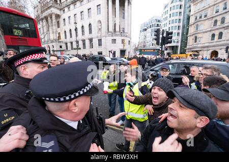 London, UK, 12th January, 2019. Following the Britain Is Broken march which concluded in Trafalgar Square, pro-Brexit and anti-Government demonstrators clashed in Trafalgar Square before being split up by Police on Saturday, January 12, 2019. Credit: Christopher Middleton/Alamy Live News - Stock Photo