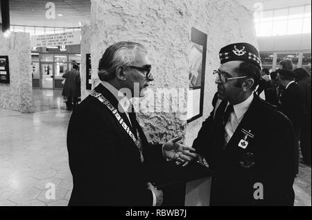Aankomst Canadezen veteranen op Schiphol ivm bevrijdingsfeest burgemeester Pola, Bestanddeelnr 930-8115. - Stock Photo