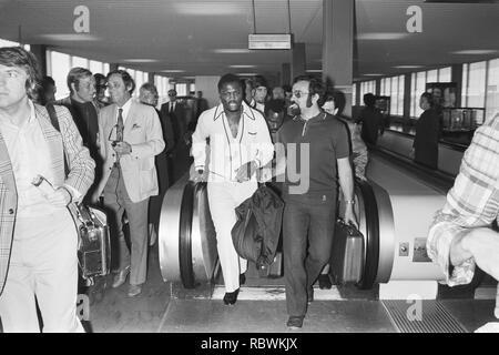 Aankomst van Joe Frazier op Schiphol, Bestanddeelnr 924-5568. - Stock Photo