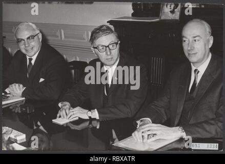 Activiteiten minister van financien zijlstra in 1966 1967, Bestanddeelnr 093-1334. - Stock Photo