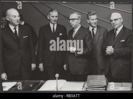 Activiteiten minister van financien zijlstra in 1966 1967, Bestanddeelnr 093-1335. - Stock Photo