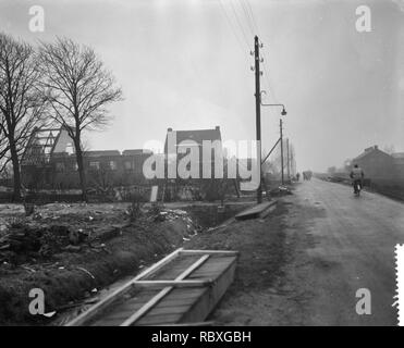 Afbraak dorp Rijk in de Haarlemmermeer ivm startbaan voor straalvliegtuigen, , Bestanddeelnr 910-8790. - Stock Photo