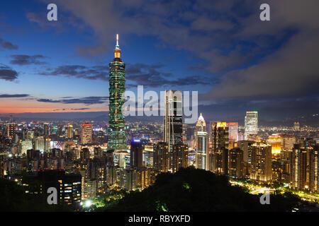 Beautiful dusk view of Taipei skyline, Taipei, Taiwan - Stock Photo