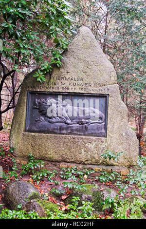Südwest Kirchhof Stahnsdorf, Grabstätte von Wilhelm Kuhnert, Tiermaler, Berlin, Deutschland, Europa | Southwest Churchyard Stahnsdorf, grave yard Wilh - Stock Photo