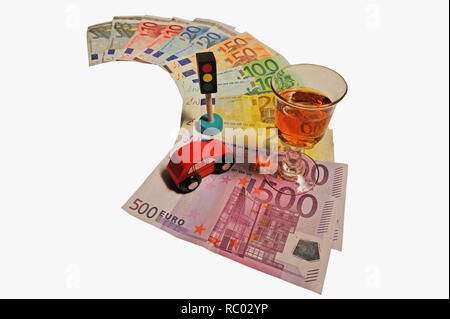 Geldscheine mit Auto, Ampel, Schnaps   Banknotes with car, hanging lamp, brandy - Stock Photo