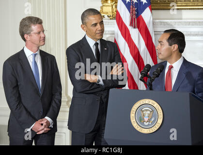 Washington, District of Columbia, USA. 23rd May, 2014. United States President Barack Obama, center, announces his nomination of current Housing and Urban Development (HUD) Secretary Shaun Donovan, left, as Office of Management and Budget (OMB) Director and his nomination of San Antonio Mayor Julián Castro, right, to replace him at HUD in the State Dining Room of the White House in Washington, DC on Friday, May 23, 2014 Credit: Ron Sachs/CNP/ZUMA Wire/Alamy Live News - Stock Photo
