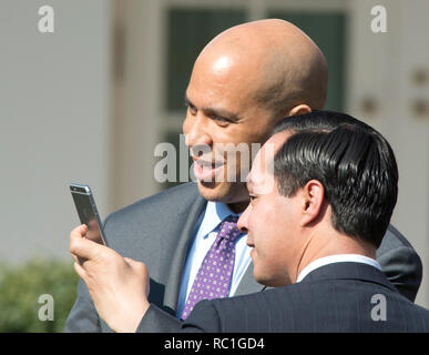 United States Senator Cory Booker (Democrat of New Jersey), member, US Senate Judiciary Committee, and US Secretary of Housing and Urban Development Julián Castro, pose for a 'selfie' prior to US President Barack Obama introducing Judge Merrick Garland, chief justice for the US Court of Appeals for the District of Columbia Circuit, as his nominee to replace the late Associate Justice Antonin Scalia on the U.S. Supreme Court in the Rose Garden of the White House in Washington, DC on Wednesday, March 16, 2016. Credit: Ron Sachs/CNP | usage worldwide - Stock Photo