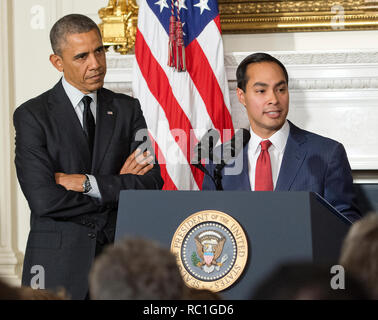 United States President Barack Obama, left, announces his nomination of San Antonio Mayor Julián Castro, right, as U.S. Secretary of Housing and Urban Development (HUD) replacing current HUD Secretary Shaun Donovan (not pictured) who has been nominated to be Office of Management and Budget (OMB) Director in the State Dining Room of the White House in Washington, DC on Friday, May 23, 2014. Credit: Ron Sachs/Pool via CNP   usage worldwide - Stock Photo