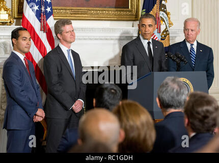 United States President Barack Obama announces his nomination of current Housing and Urban Development (HUD) Secretary Shaun Donovan as Office of Management and Budget (OMB) Director and his nomination of San Antonio Mayor Julián Castro to replace him at HUD in the State Dining Room of the White House in Washington, DC on Friday, May 23, 2014. From left to right: Mayor Castro, Secretary Donovan, President Obama, and U.S. Vice President Joe Biden. Credit: Ron Sachs/Pool via CNP   usage worldwide - Stock Photo