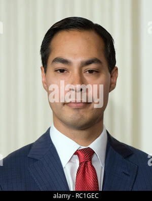 Mayor Julián Castro of San Antonio, Texas looks on as United States President Barack Obama announces his nomination as Secretary of Housing and Urban Development (HUD) replacing current Secretary Shaun Donovan as in the State Dining Room of the White House in Washington, DC on Friday, May 23, 2014. Credit: Ron Sachs/Pool via CNP | usage worldwide - Stock Photo