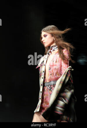 Milan, Italy. 13th Jan, 2019. A model presents a creation for Dsquared2 during Milan Men's Fashion Week in Milan, Italy, on Jan. 13, 2019. Credit: Cheng Tingting/Xinhua/Alamy Live News - Stock Photo