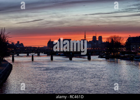 Sunrise over ile de la Cite in winter - Paris - Stock Photo