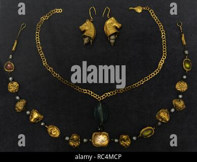 Roman jewellery of the Imperial Age. 1st-4th century AD. Museum of Fine Arts. Budapest. Hungary. - Stock Photo