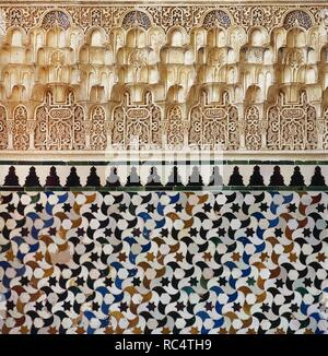 Granada. Alhambra. Nasrid dynasty. Wall decorated with arabesques, calligraphy and tessellation tiles. Andalusia, Spain. 13th century. - Stock Photo