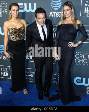 Santa Monica, United States. 13th Jan, 2019. Nicole Kimpel, Antonio Banderas and Barbara Kimpel arrive at the 24th Annual Critics' Choice Awards held at the Barker Hangar on January 13, 2019 in Santa Monica, Los Angeles, California, United States. (Photo by Xavier Collin/Image Press Agency) Credit: Image Press Agency/Alamy Live News - Stock Photo