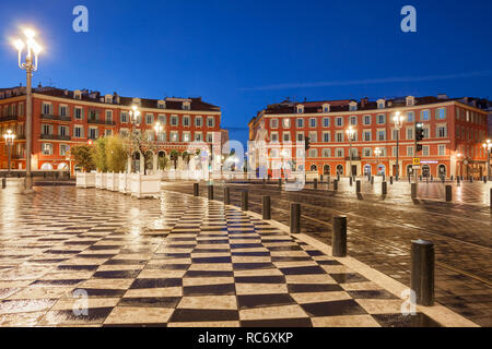 France, Nice, early morning at Place Massena, main square in the city centre, view to Fountain of the Sun (Fontaine du Soleil). - Stock Photo