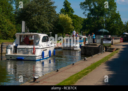 Motor boats entering Mapledurham Lock on the River Thames on a summer's day near the village of Purley-on-Thames, Berkshire, England, UK - Stock Photo