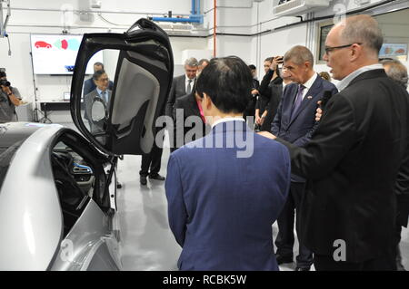 Singapur, Singapore. 15th Jan, 2019. Czech Prime Minister Andrej Babis (2nd from right) continued his visit of Singapore on January 15, 2019. Apart from political meetings, Babis is also to visit the CETRAN development centre for self-driving vehicles (pictured). Credit: Radek Jozifek/CTK Photo/Alamy Live News - Stock Photo