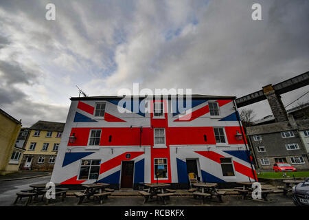 Saltash, Cornwall, UK. 15th Jan 2019. UK Weather. Clouds loomed overhead the Union Inn on the banks of the Tamar in Cornwall this afternoon, ahead of this evenings Brexit vote. Credit: Simon Maycock/Alamy Live News - Stock Photo