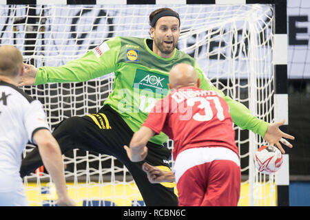 Goalkeeper Silvio HEINEVETTER (left, GER) in a seven-meter duel versus Timur DIBIROV (RUS), seven-yard, penalty throw, half figure, half figure, action, preliminary round Group A, Russia (RUS) - Germany (GER) 22:22, on 14.01.2019 in Berlin / Germany. Handball World Cup 2019, from 10.01. - 27.01.2019 in Germany and Denmark. | Usage worldwide - Stock Photo