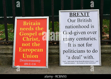 London, UK. 15th Jan 2019. Hundreds Anti-Brexit and Pro holding placards demonstration during Brexit vote in Parliament on 15 January 2019, London, UK Credit: Picture Capital/Alamy Live News - Stock Photo