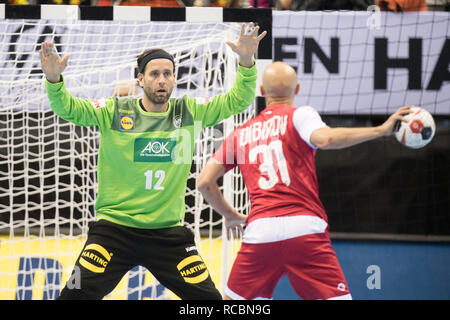 goalkeeper Silvio HEINEVETTER (left, GER) in a seven-meter duel versus Timur DIBIROV (RUS), seven-yard, penalty throw, half figure, half figure, landscape, preliminary round Group A, Russia (RUS) - Germany (GER) 22:22, on 14.01.2019 in Berlin / Germany. Handball World Cup 2019, from 10.01. - 27.01.2019 in Germany and Denmark. | Usage worldwide - Stock Photo