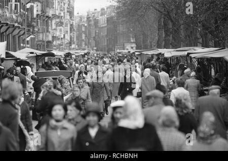 Albert Cuypmarkt verplaatst naar Sarphatipark ivm werkzaamheden drukte op ma, Bestanddeelnr 925-5069. - Stock Photo