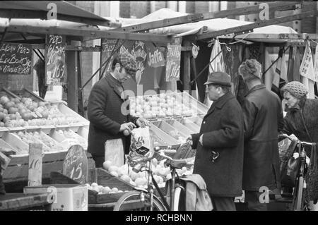 Albert Cuypmarkt verplaatst naar Sarphatipark ivm werkzaamheden markt, Bestanddeelnr 925-5072. - Stock Photo