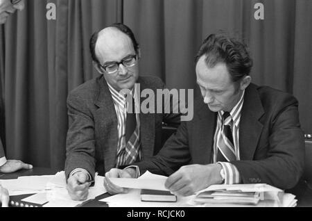 Algemene beschouwingen Tweede Kamer nr 30, 31 Aantjes (l) en minister Boersma, Bestanddeelnr 927-5064. - Stock Photo