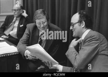 Algemene beschouwingen Tweede Kamer Wiegel (links) en Aantjes, Bestanddeelnr 928-1971. - Stock Photo
