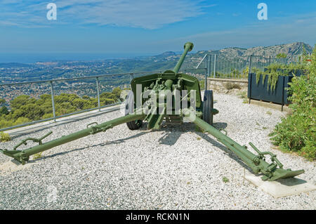 A Pak 40 75 mm anti-tank gun in the memorial dedicated to the 1944 Allied landings in Provence,Operation Dragoon,Mont Faron, Toulon - Stock Photo
